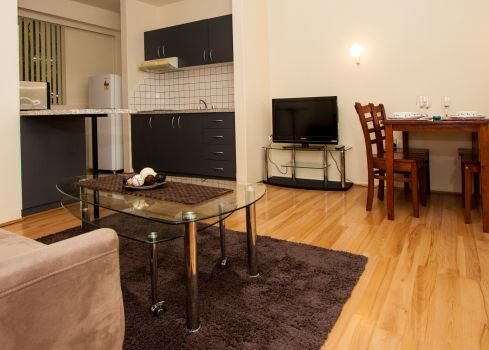 View 1 bedroom – 1 Queen and 1 Single at