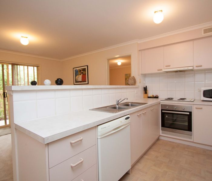 129-Manbrig-Pty-Ltd.-accomodation-82-Canberra Short Term and Holiday Accommodation-3-1 Queen and 2 Singles-321