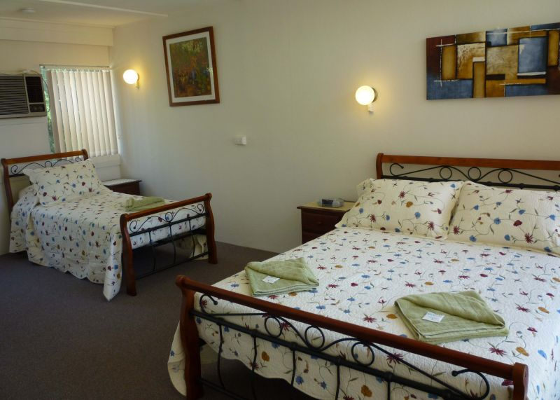 129-Manbrig-Pty-Ltd.-accomodation-82-Canberra Short Term and Holiday Accommodation-3-2 queen, 2 singles-323
