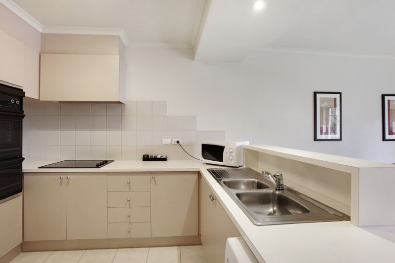 49-Jade-Hospitality-Pty-Ltd-accomodation-Fitzroy-Fitzroy Gardens Residence-3-2 Bedroom Apartment-95