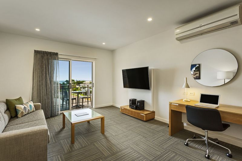 200-QEYRE-Pty-Ltd-accomodation-North-Ward-Quest Residences Townsville-4-3 Bedroom Apartment-467