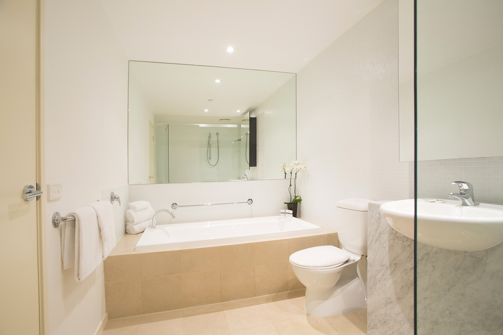 208-140-Little-Collins-Apartment-Hotel-accomodation-Melbourne-CBD