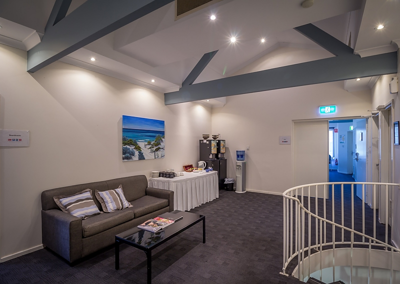 87-AJS-Management-accomodation-Sorrento-Quality Resort Sorrento Beach-2-Oceanview 1 Bedroom Spa Suite-215